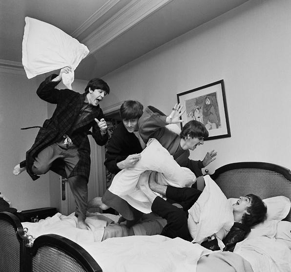 The Beatles Polska: 1964 - I Want To Hold Your Hand zajmuje pierwsze miejsce na listach przebojów w USA