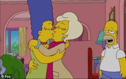 marge-lesbian-kiss-simpsons
