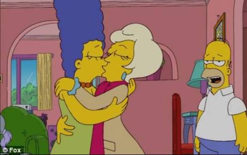 marge-lesbian-kiss-simpsons