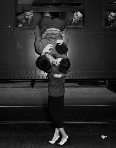 beijo do soldado no trem