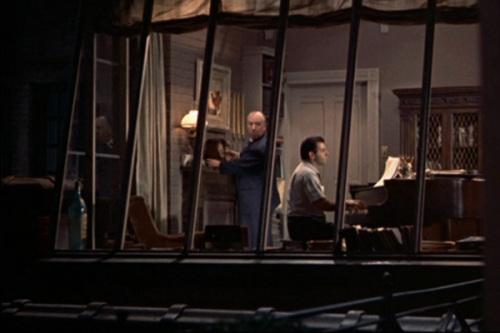 hitchcock cameo - janela indiscreta (1954)