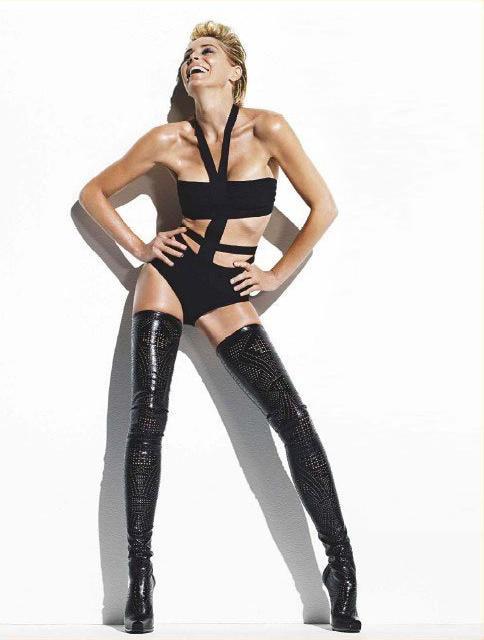 Sharon Stone na Paris Match 01